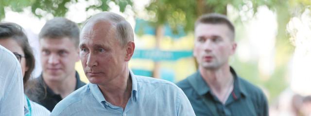 Путин призвал минимизировать влияние государства на фильтрацию информационного контента