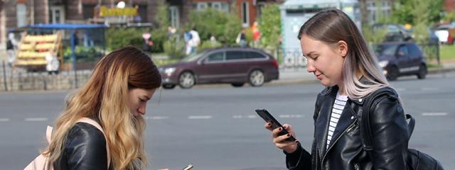 «Лаборатория Касперского»: 71% россиян смотрят на экран смартфона, чтобы избежать живого общения