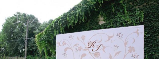 Стильный press wall – и ваша свадьба неповторима