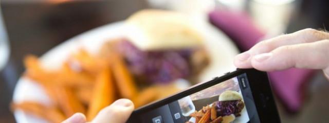 Google научит смартфоны считать калории по фото еды