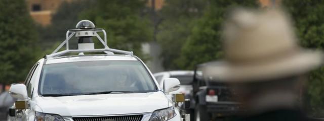 В аварии с самруправляемом автомобилем Google пострадали люди
