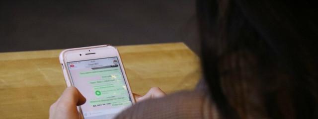 ВЦИОМ: россияне чаще общаются по мобильному телефону и переписываются в WhatsАpp